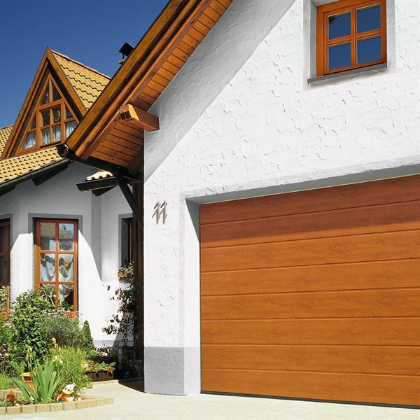 Nouvelles portes de garage en acier avec d cor bois h rmann conjugue esth tique protection - Isolation porte de garage battant bois ...